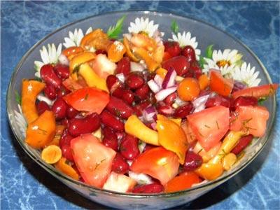 Салат овощной с фасолью