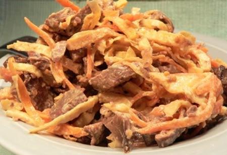 Теплый салат из свиной печени