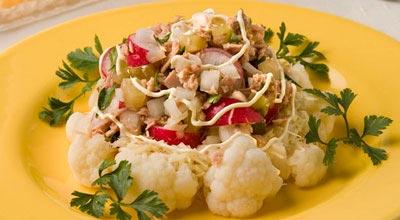 Салат из цветной капусты со сметаной