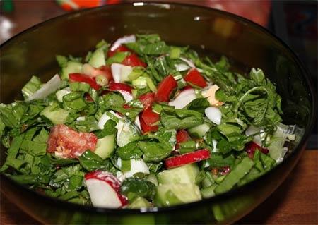 Салат зеленый «Майский» с щавелем