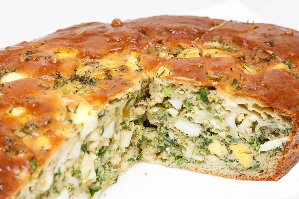 Наливной пирог с луком в мультиварке