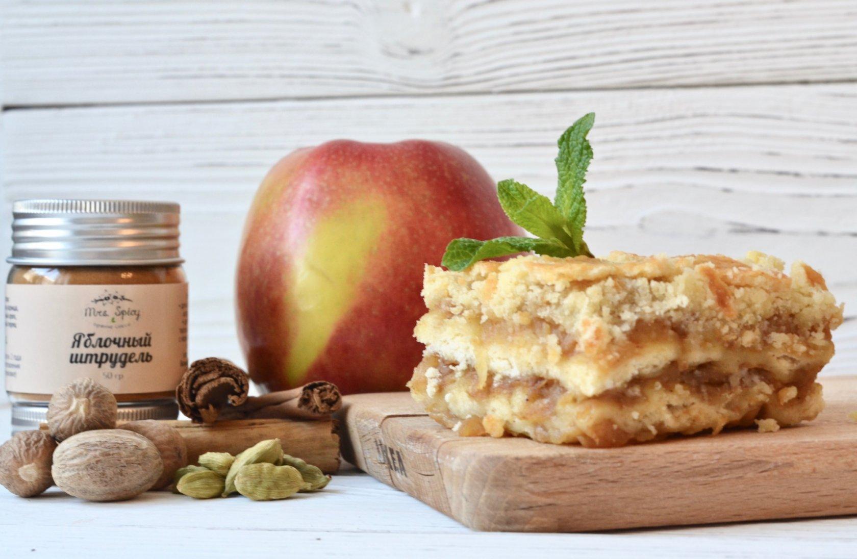 Насыпной пирог с яблоками и молоком
