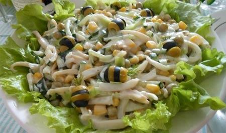 Салат кальмары яйцо кукуруза рецепт