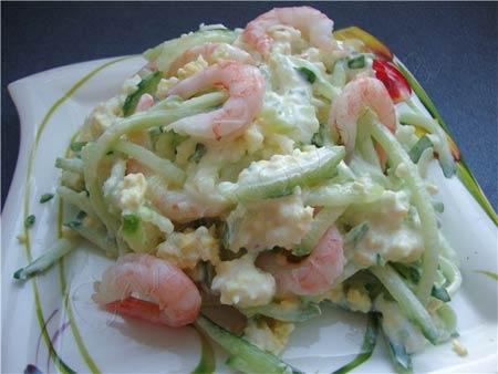 Салат из свежих огурцов с морепродуктами