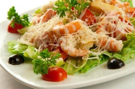 Салат с креветками варенными