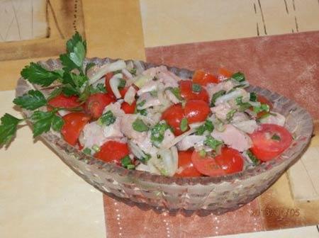 Дальневосточный салат с кетой