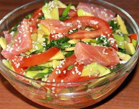 Дальневосточный салат с красной соленой рыбой