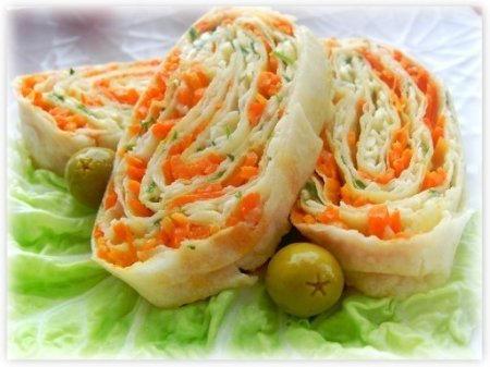 Лаваш с рыбой, зеленью, сыром и чесноком