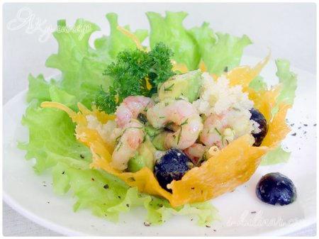 Корзинки из сыра с вкусным салатом из морепродуктов