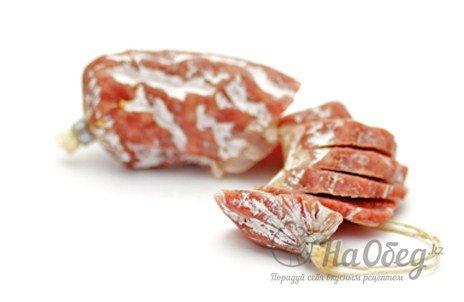 Острые колбаски сальчичон