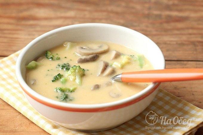 Приготовить грибной суп из шампиньонов с сыром