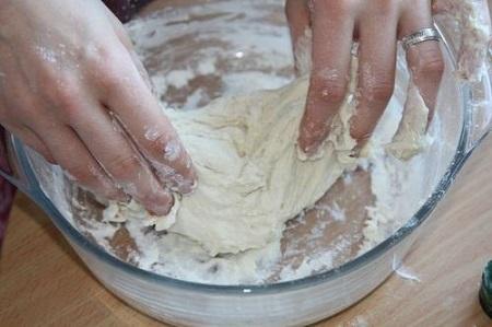 Imagini pentru месить тесто